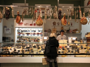 see-why-new-yorkers-are-obsessed-with-eataly-mario-batalis-giant-italian-food-market